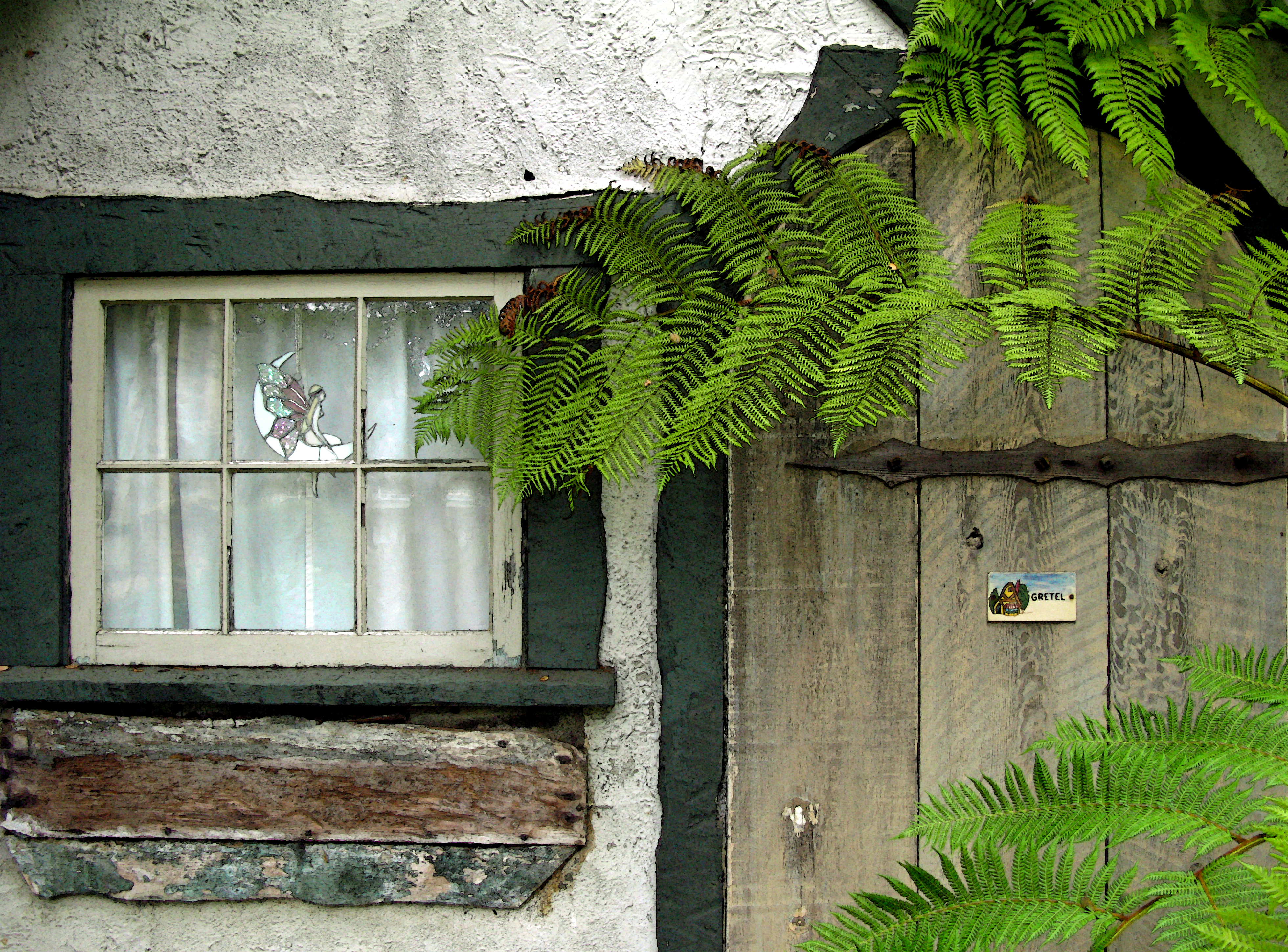HUGH COMSTOCK'S FAIRYTALE COTTAGES BY THE SEA | Once upon a