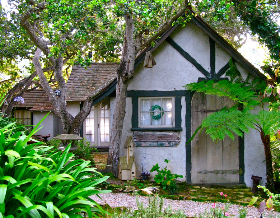 Hansel and gretel hugh comstock s first fairy tale for Fairytale cottage home plans