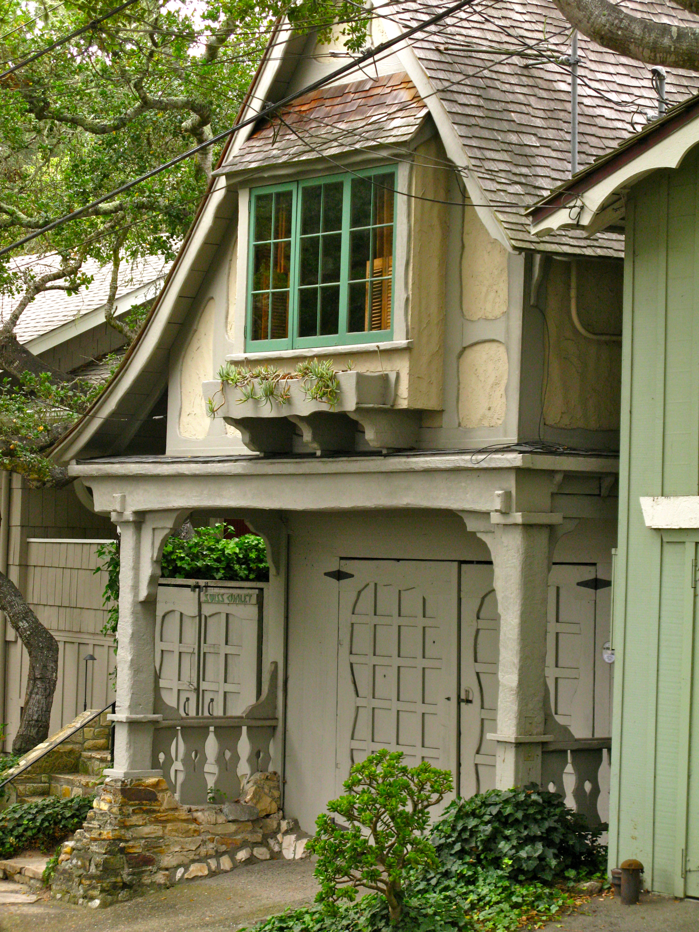 Hugh comstock s swiss chalet a fairytale cottage in for Swiss homes