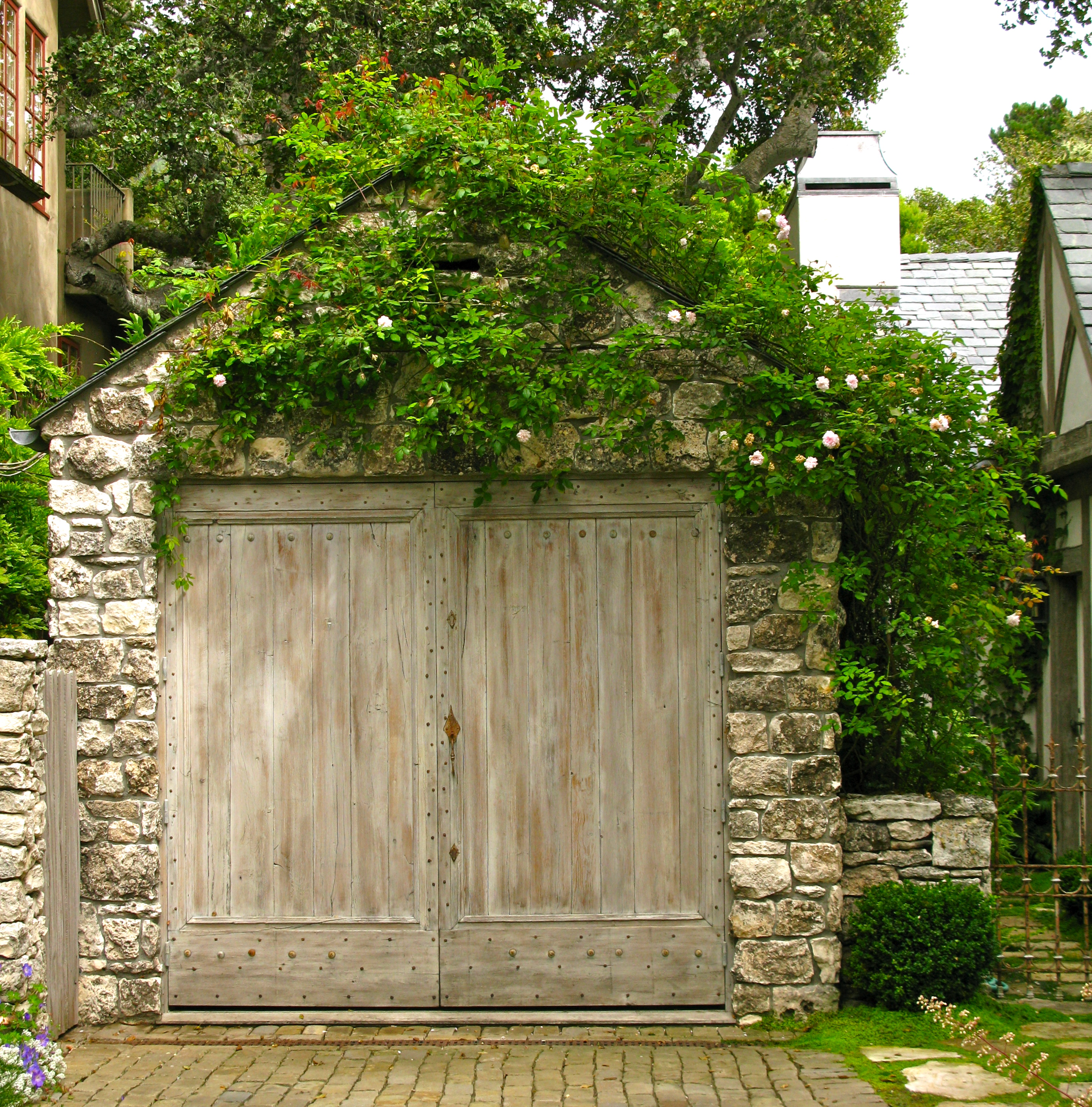 I am invited to tour biddlestone cottage and garden once for Stone garage designs