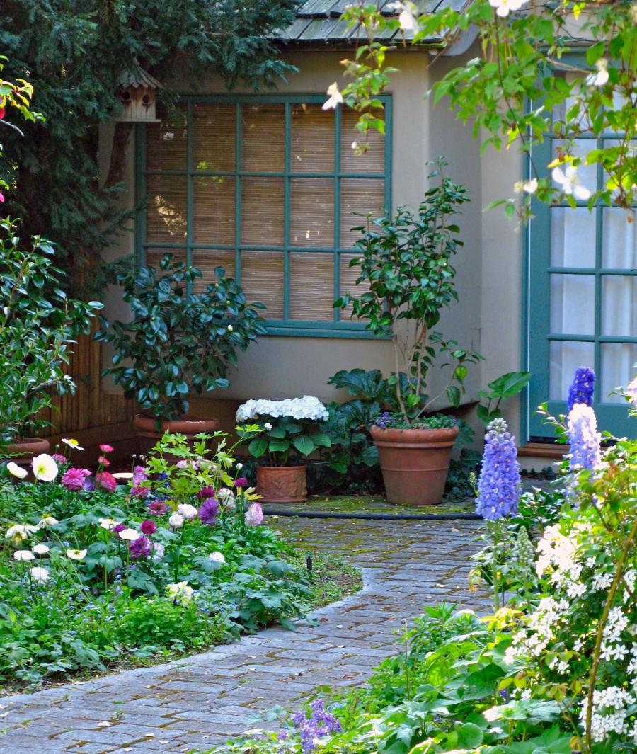 Garden Cottage: THE COTTAGE GARDEN AT 5 CASANOVA ST.