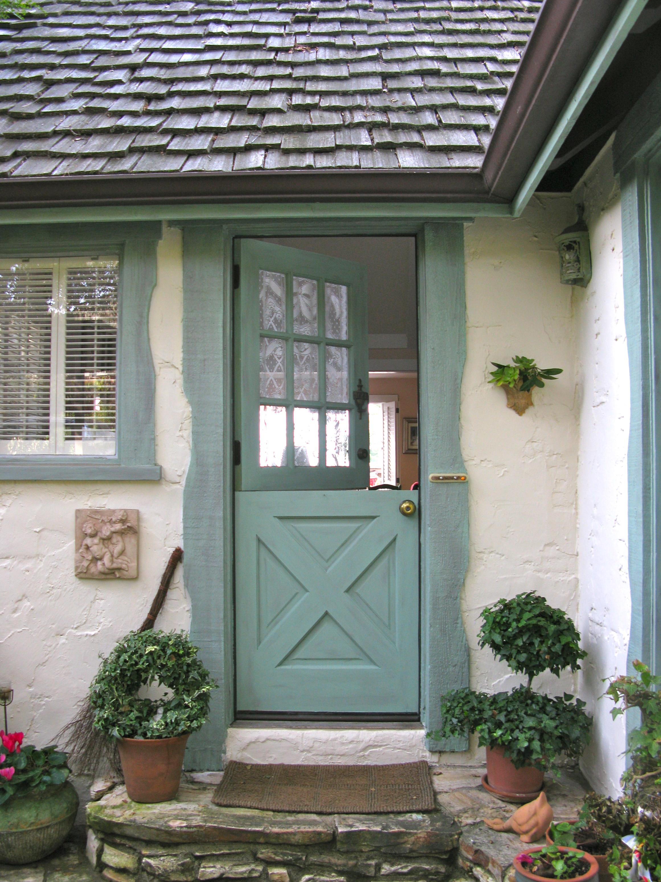 cottage front doorsExterior Cottage Doors Examples Ideas  Pictures  megarctcom