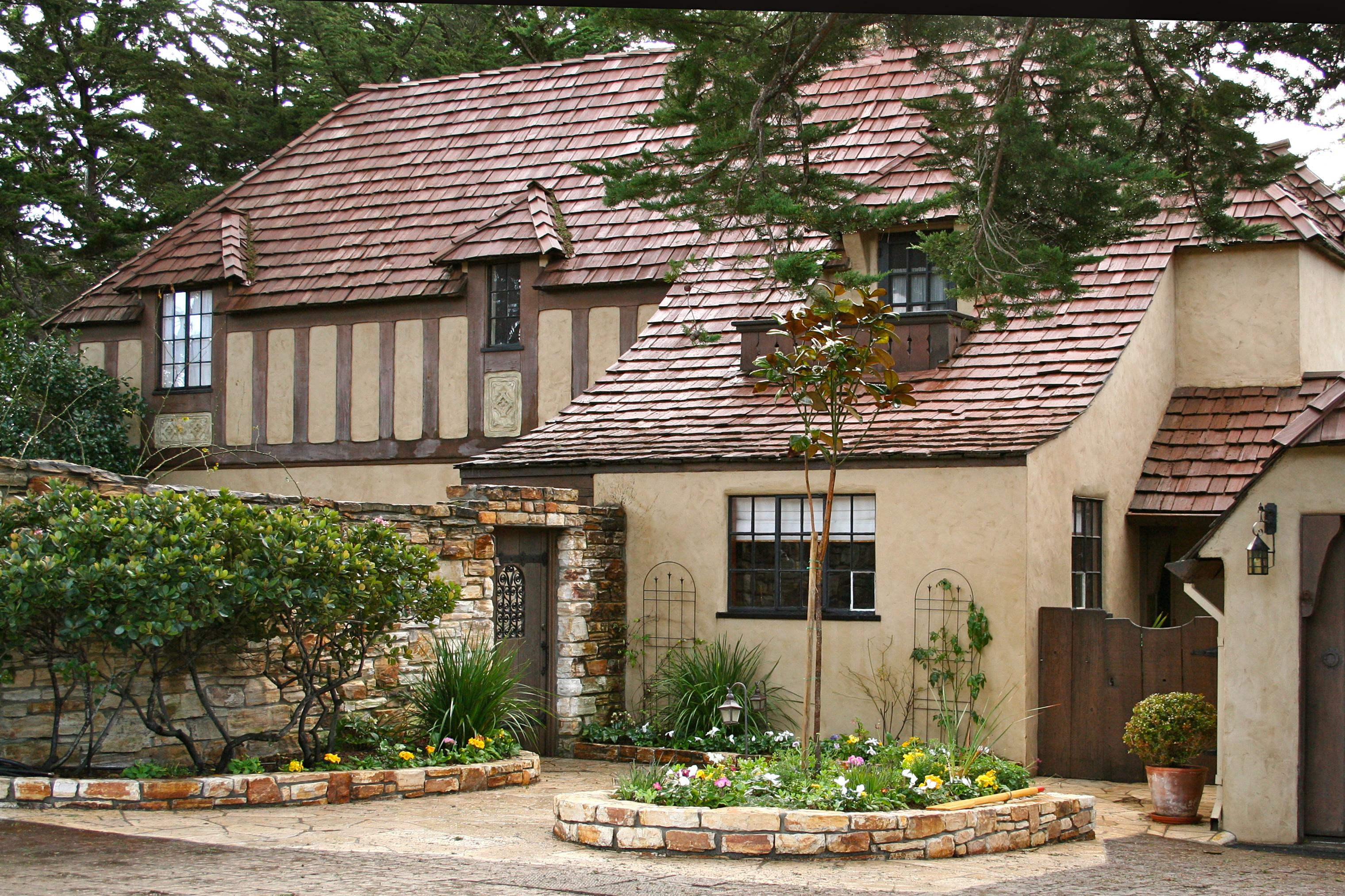 Hugh comstock builds a country manor house on carmel point for Carmel house