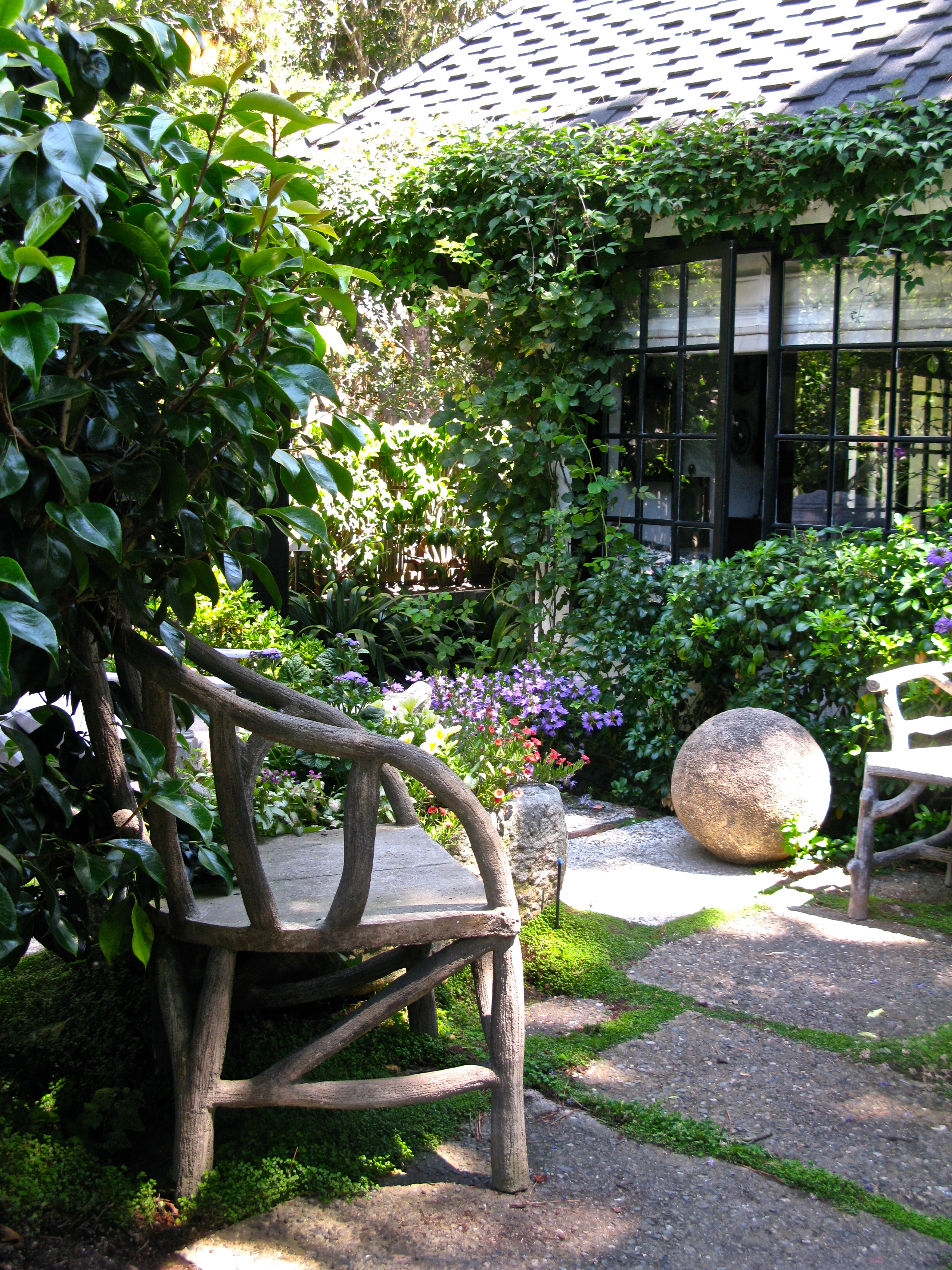 Kingscote a carmel english cottage once upon a time for Images of small courtyard gardens