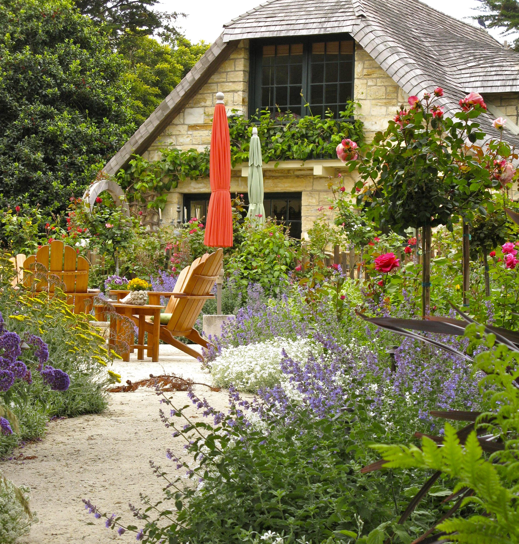 Garden Cottage: CARMEL'S COTTAGE GARDENS- Stitching The Garden Together