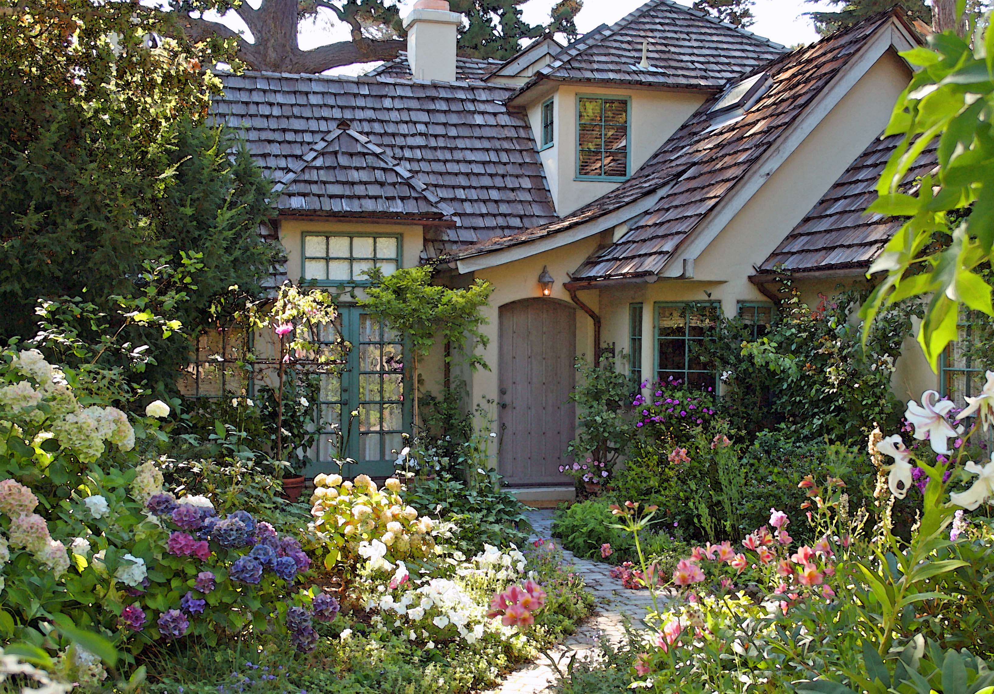 I tour the carmel garden of teri winton once upon a time Cottage houses