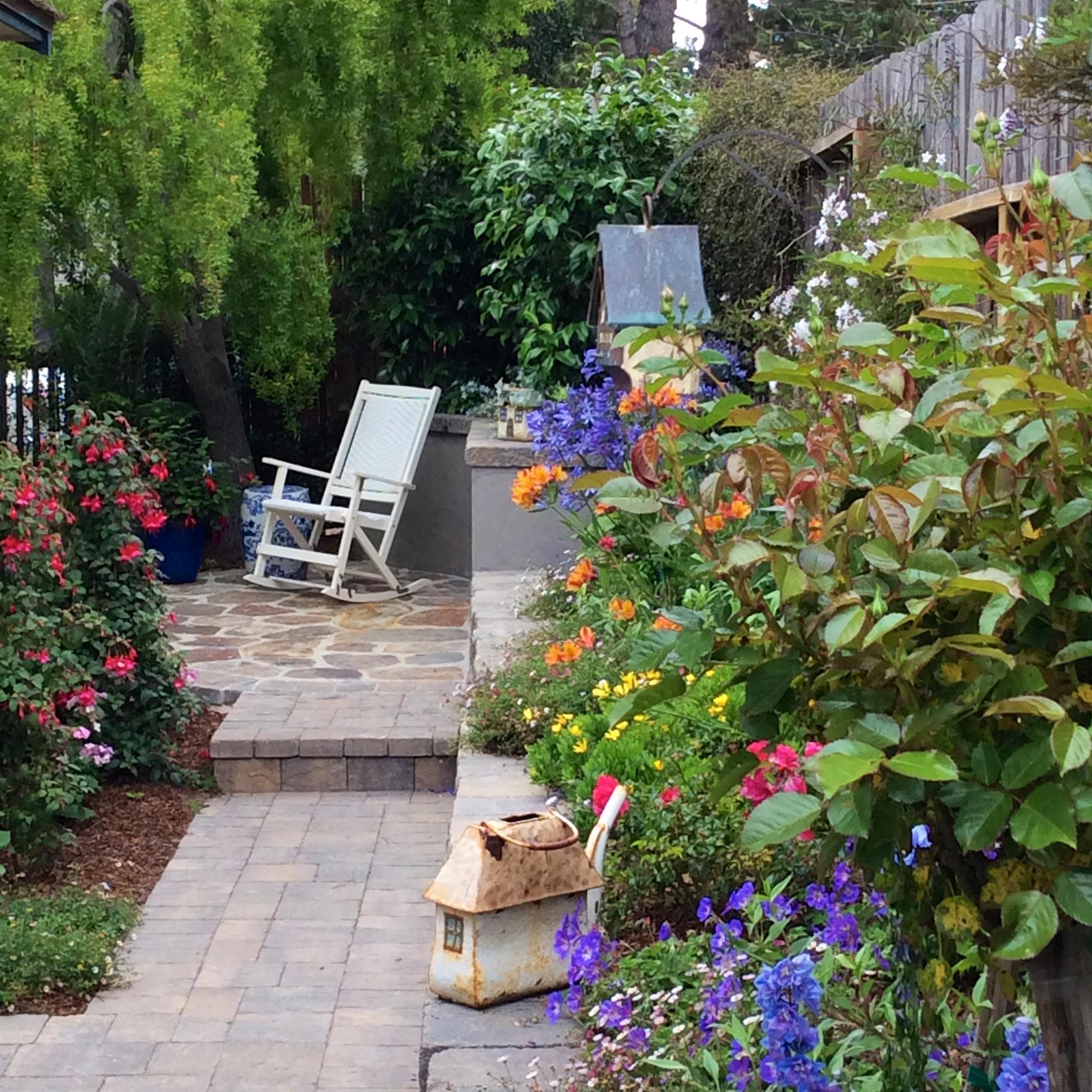 Garden Cottage: BEACH MUSIC'S COTTAGE GARDEN